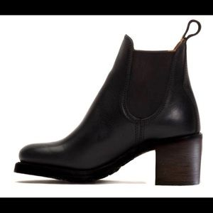 Shoes - Black Heel Chelsea Boots